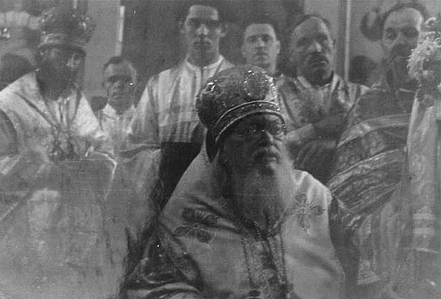 Der heilige Luka beim Gottesdienst in der Dreifaltigkeitskathedrale von Simferopol.