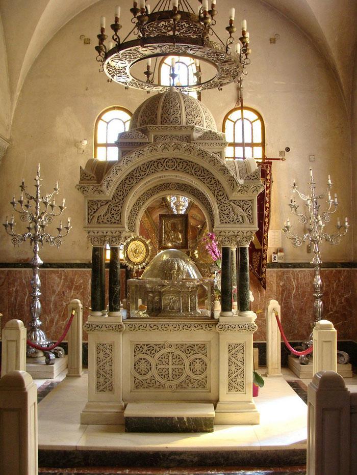 Das Reliquar mit dem Haupt des heiligen Apostels Andreas, wie es in der Kathedrale von Patras aufbewahrt wird.