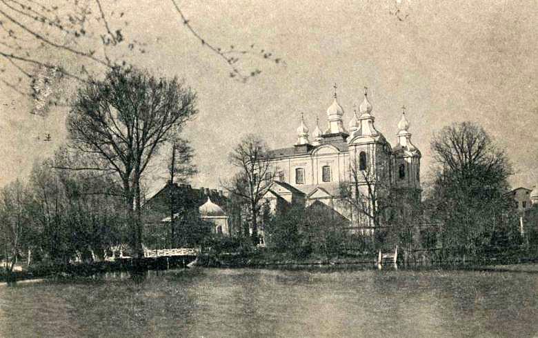 Die Kreuz-Erhöhungs-Kathedrale des Nonnenklosters in Lesna vor dem Ersten Weltkrieg (Bild ca. um 1909).