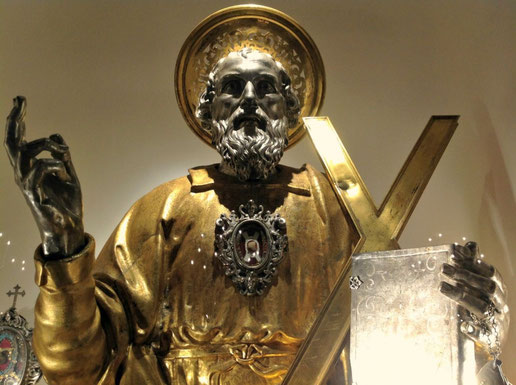 Katholisches Reliquar in Form einer Statue für Reliquien des heiligen Andreas in der Kathedrale von Amalfi.