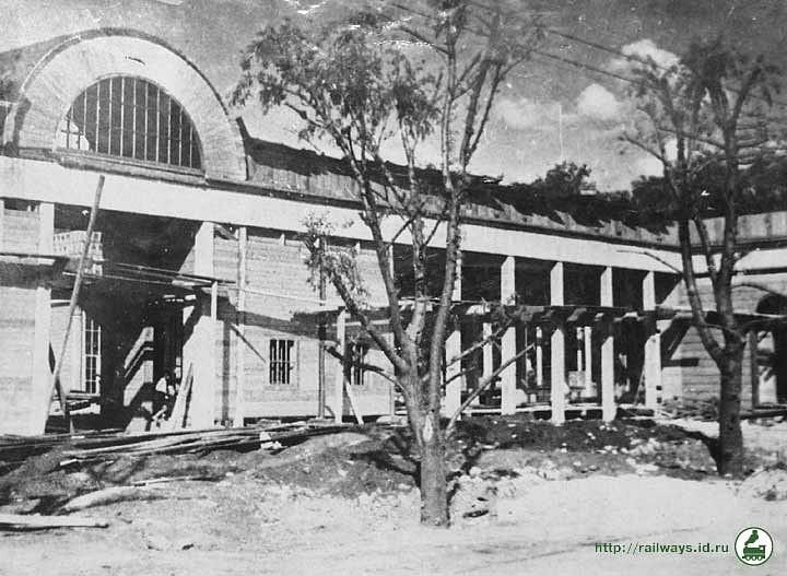 Будівництво вокзалу станції Жовтеня