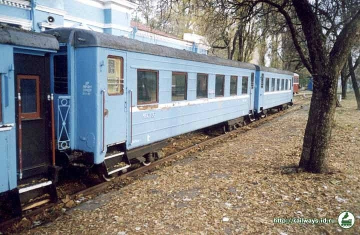 Чотиривісні пасажирські вагони