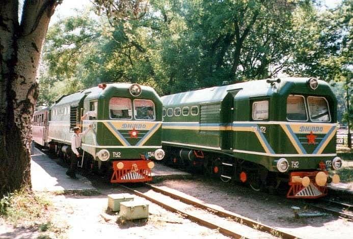 Тепловози ТУ2-134 і ТУ2-172 на станції Піонерська