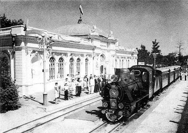 Поїзд прибуває на станцію Піонерська