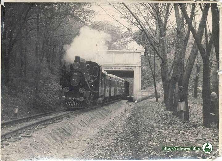 Поїзд з паровозом ЮП-4-95 у дорозі