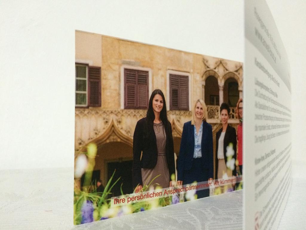 Neues Wording, frischer Auftritt, Frauen-Power: Einladungsflyer, Website, Rechtsanwältin Bruck/Mur