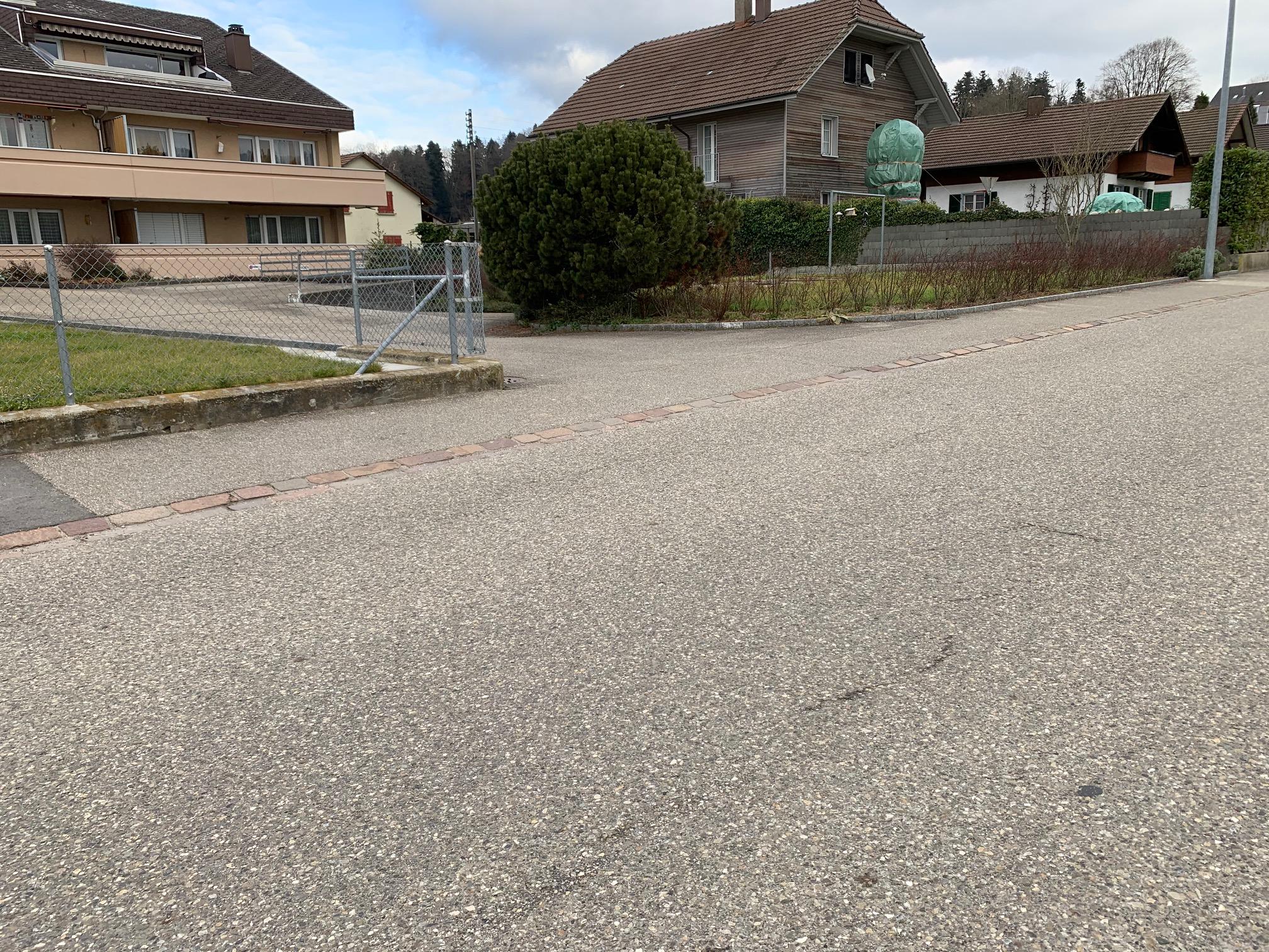 Einfahrt (links Richtung SDL Lotzwil)   (rechts Richtung Obersteckholz)