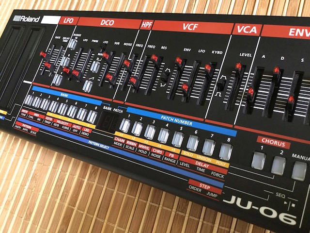 Xtique 06, Instrument Overlay (Bedien-Schablone/Folie) - für Roland Boutique JU-06