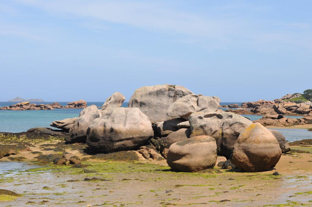 Encore des rochers creusés par le flot et le vent