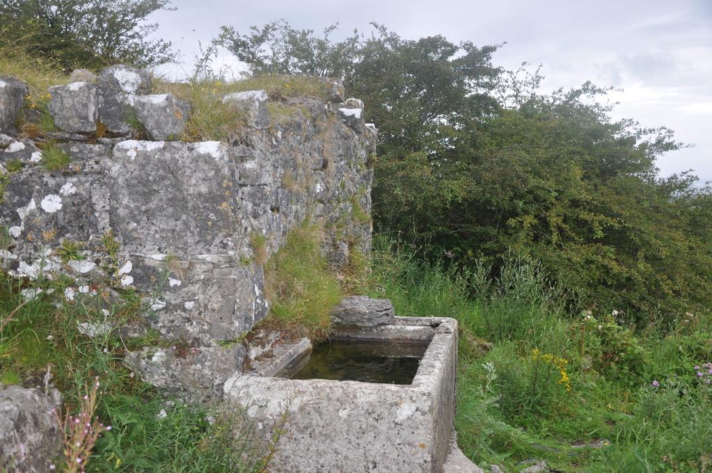 Fontaine, à l'origine source sacrée près d'un petit sanctuaire