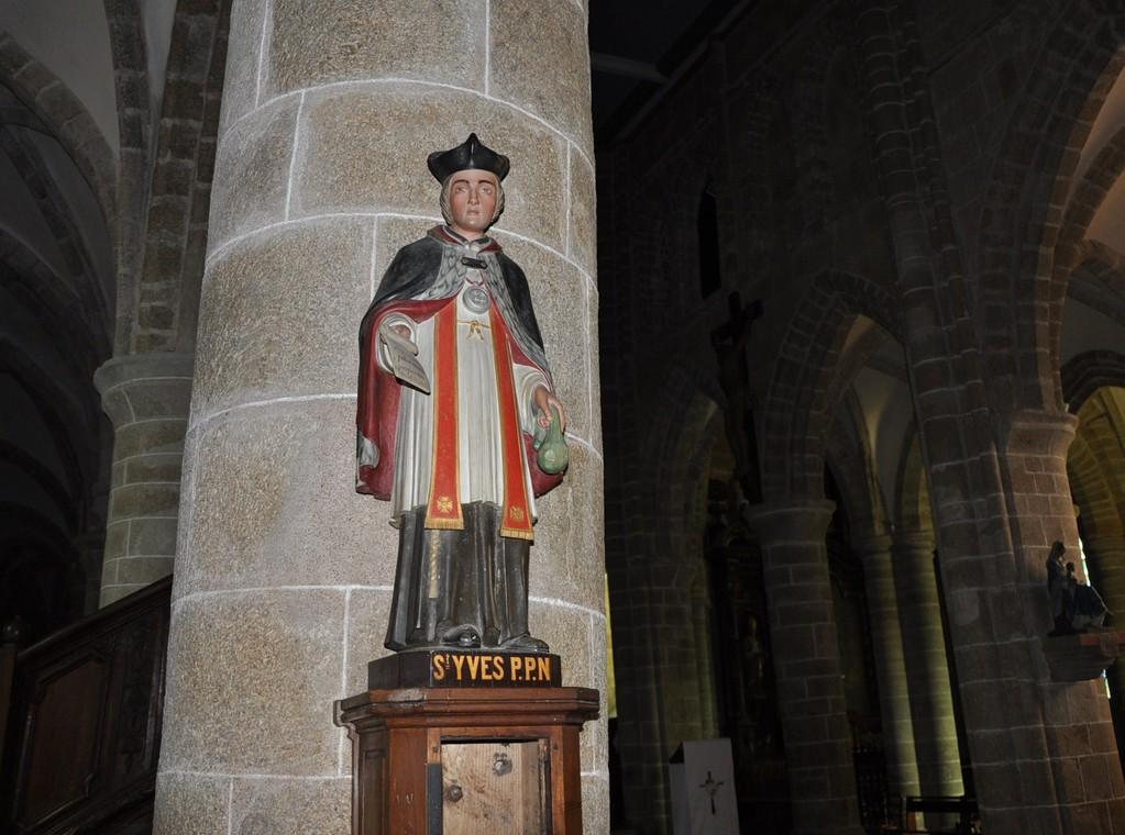 Statue de Saint Yves, le plus célèbre des saints bretons