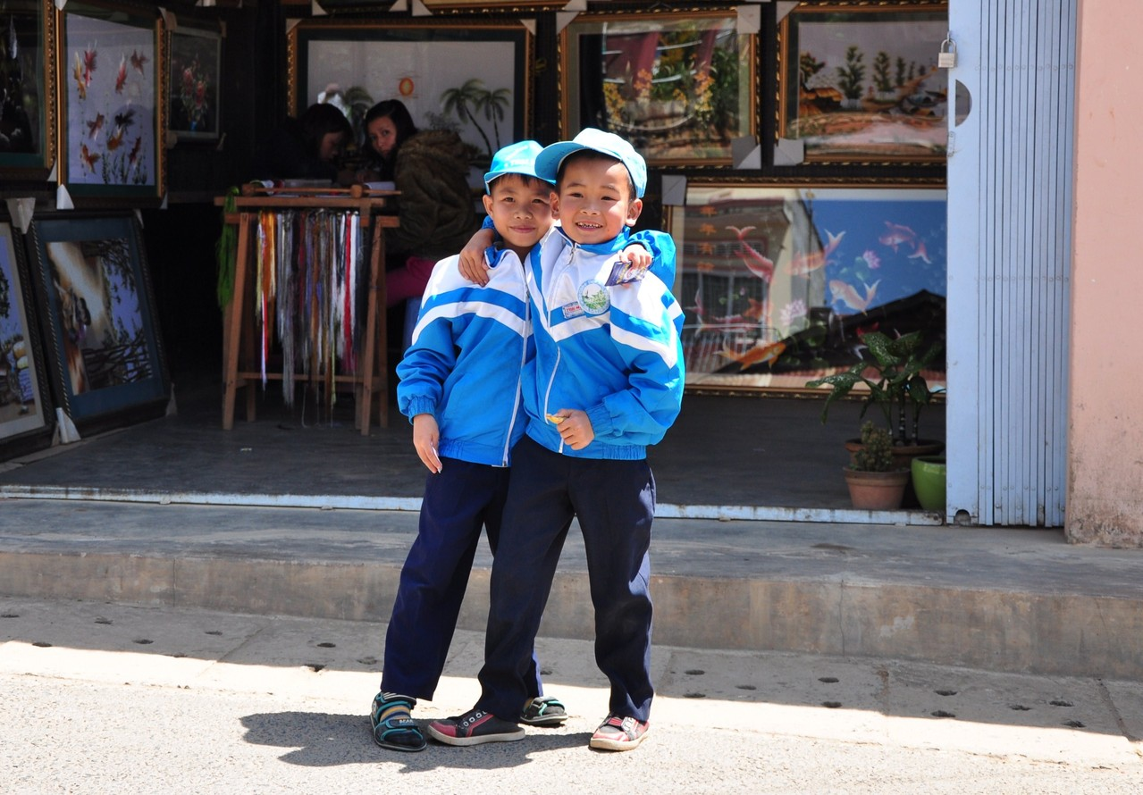 Trai Mat : écoliers posant pour la photo