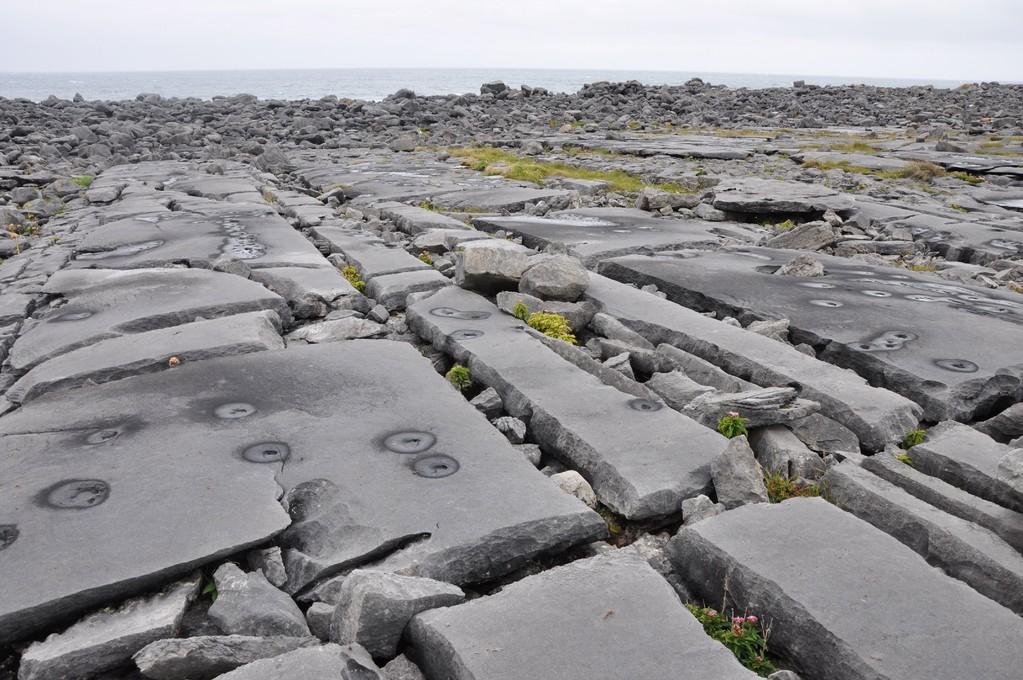 Sol d'Inishmore creusé par l'érosion