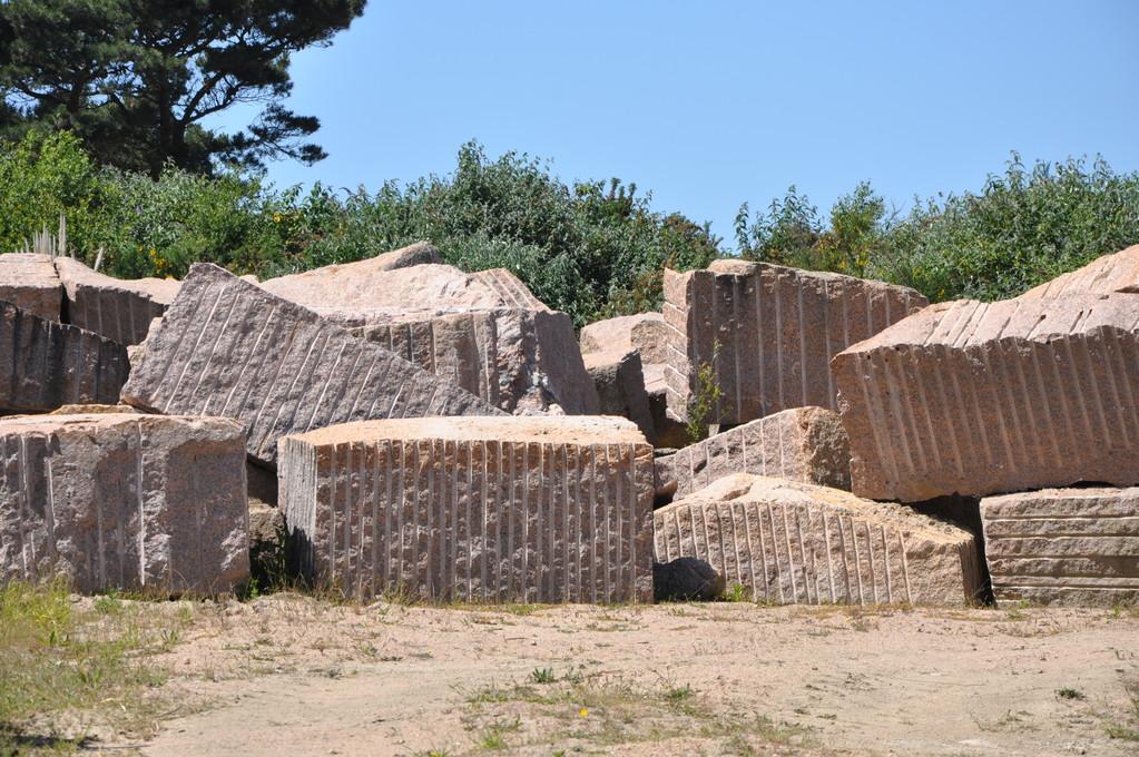 Blocs de granit extraits de la carrière