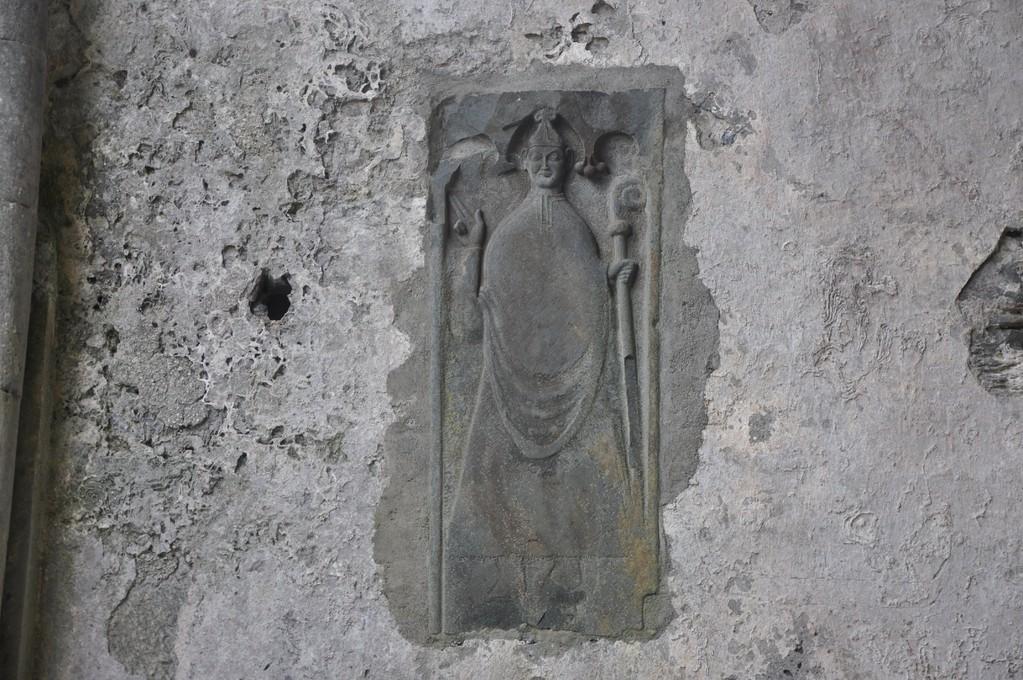 Sculpture représentant un évêque
