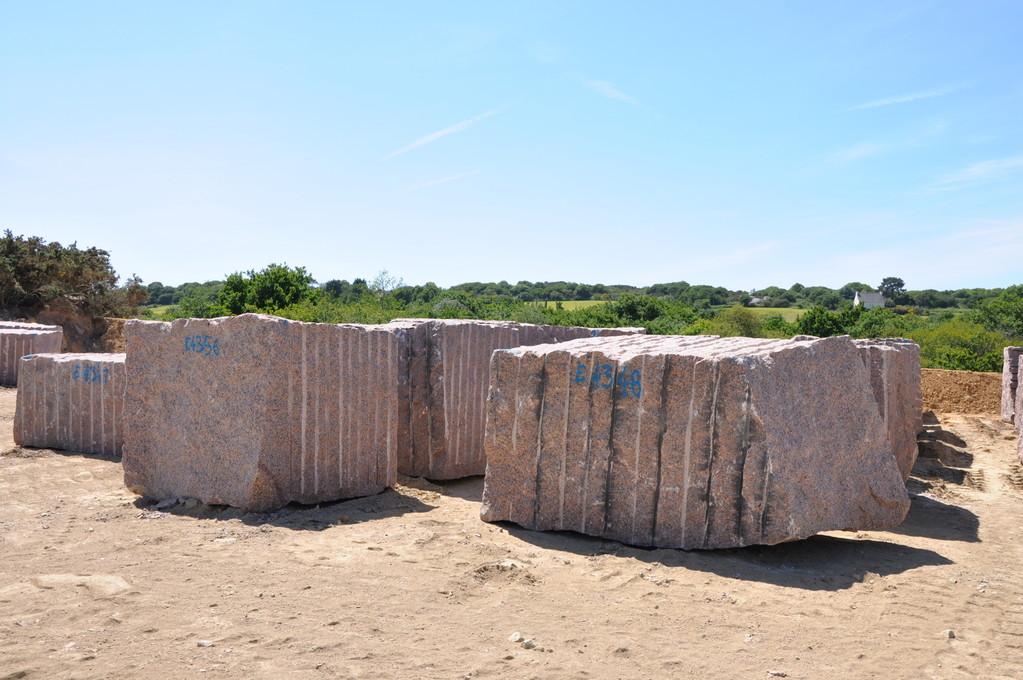 Blocs de granit provenant d'une carrière