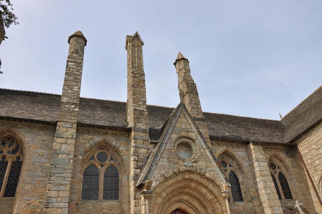 Eglise de Brélévenez vue de près