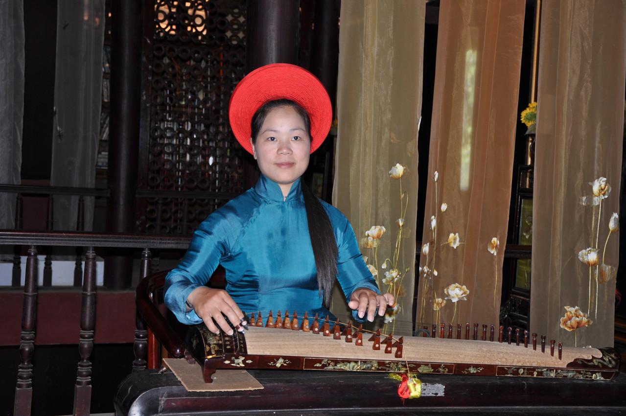 Village XQ : musique et costume traditionnels
