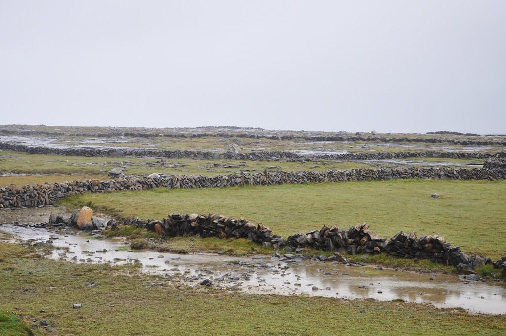 Murets de pierre édifiés au cours des siècles