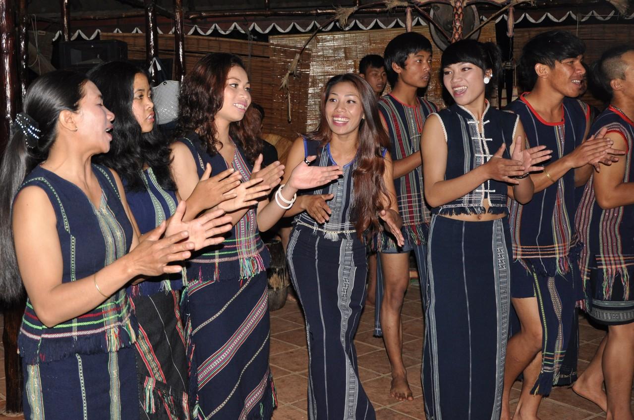 Mont Langbian : spectacle donné par la tribu des Lat