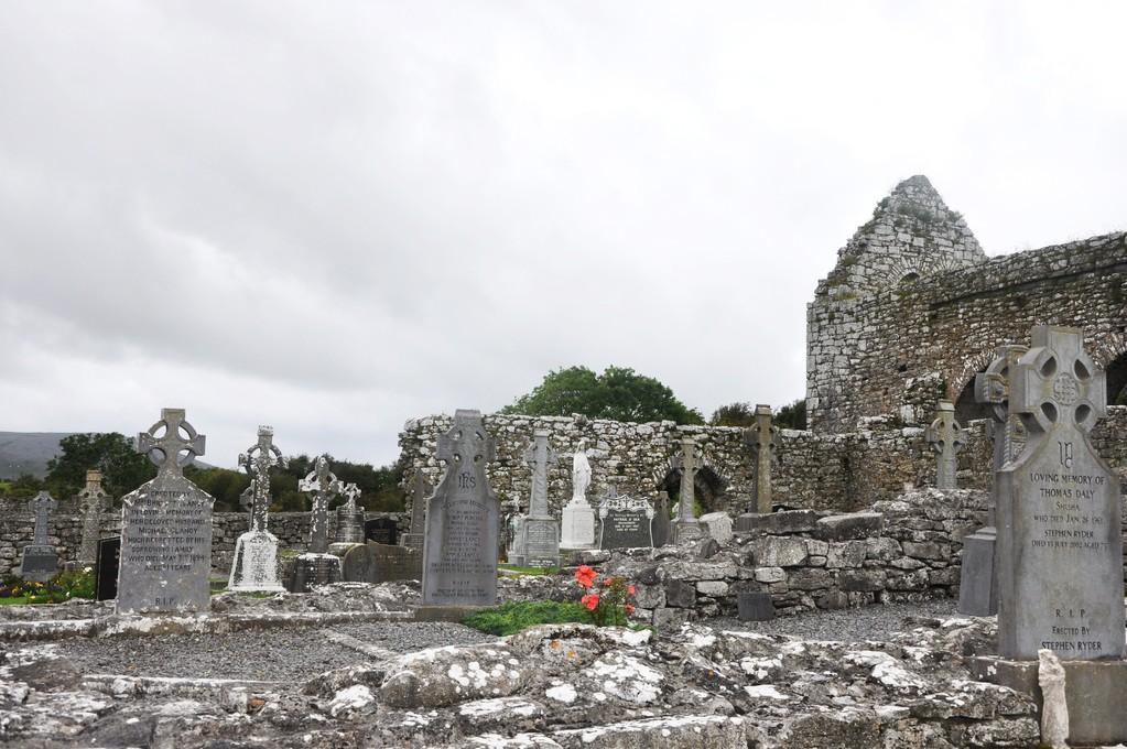 Cimetière de l'abbaye de Corcomroe
