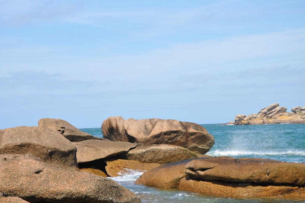 Vagues et vents taillent les rochers...