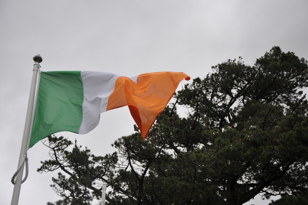 Drapeau d'Irlande dans le vent