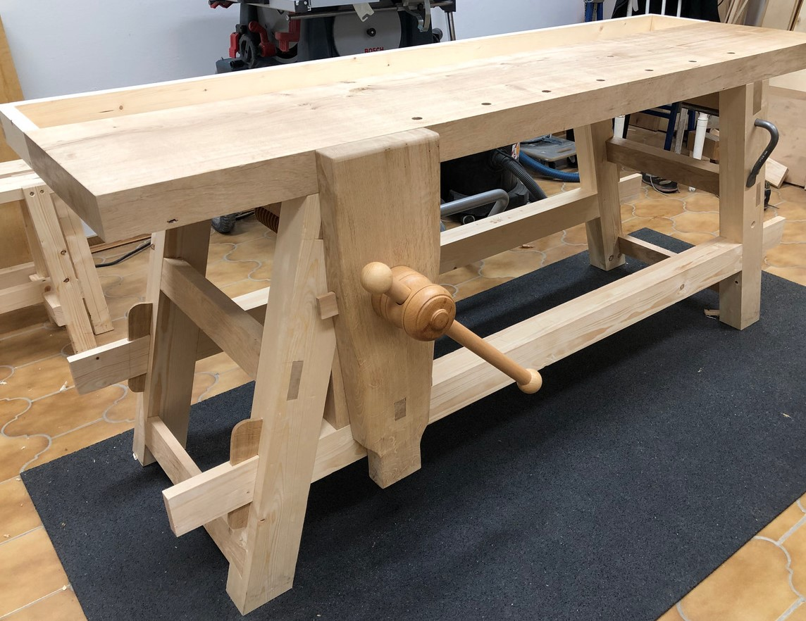 Moravian Workbench with leg vice and wooden vice screw, made by Christoph ( plans,Will Myers )