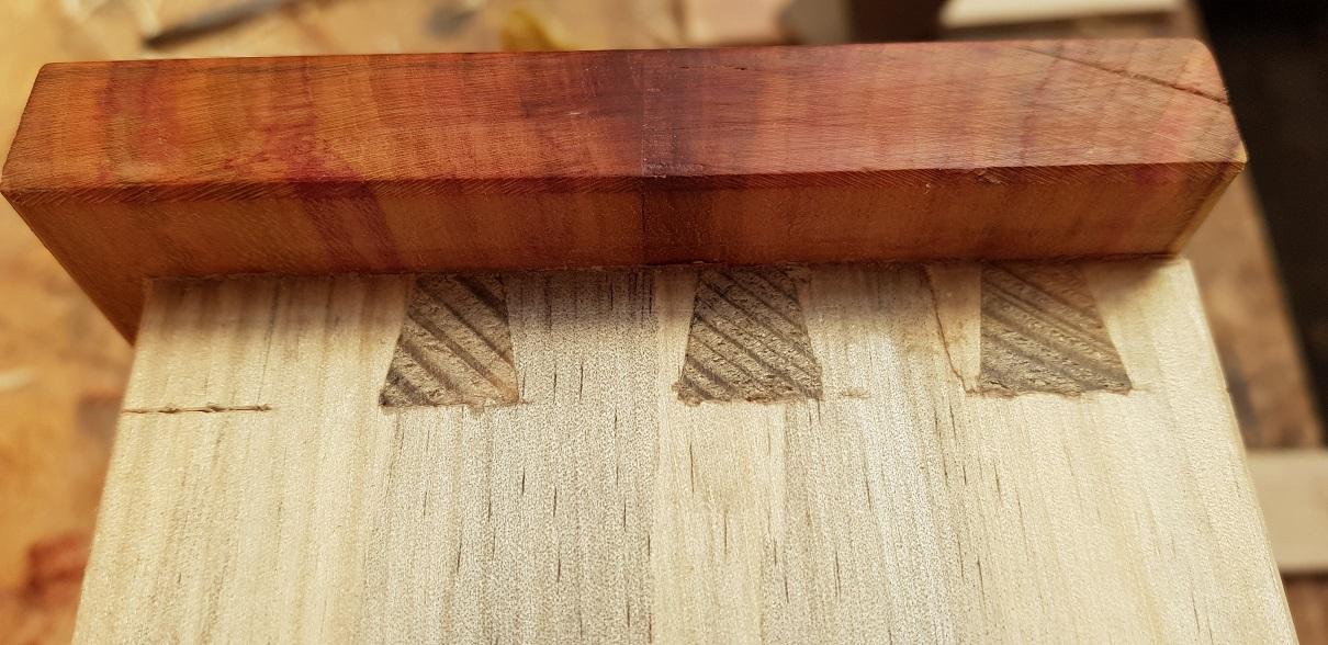 Verzapfung hinter der Pflaumenfront /Joint behind false plume wood front