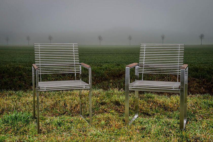 Edelstahl-Gartenstuhl Sella grüne Wiese Nebel