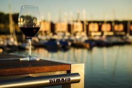 Dimaro Bartisch Design Weinglas Segelhafen Sonnenuntergang