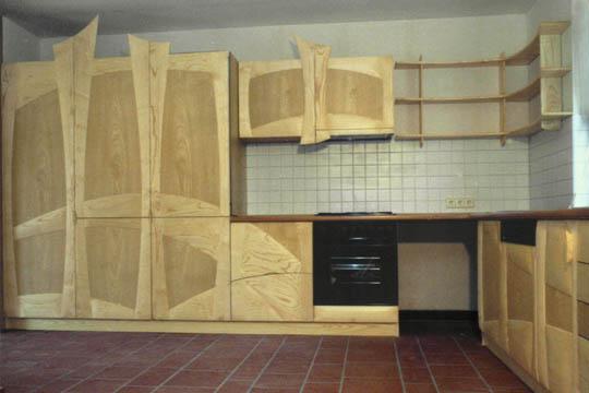 Eine anregende Küche, aus Eschenholz gearbeitet.