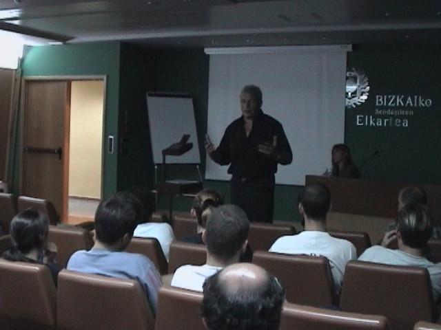 Conferencia presentación del libro escoliosis - Colegio de Médicos de Bilbao 2001