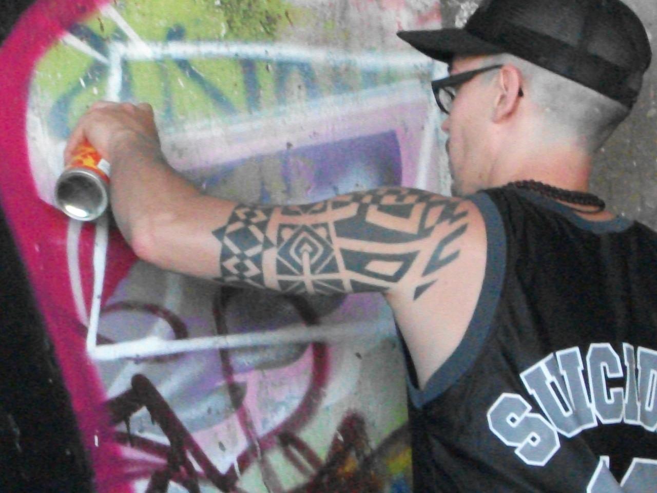 Graffiti-Künstler das Owal beim malen