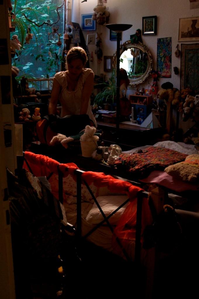 Karen nimmt Hendriks Bettwäsche mit nachhause