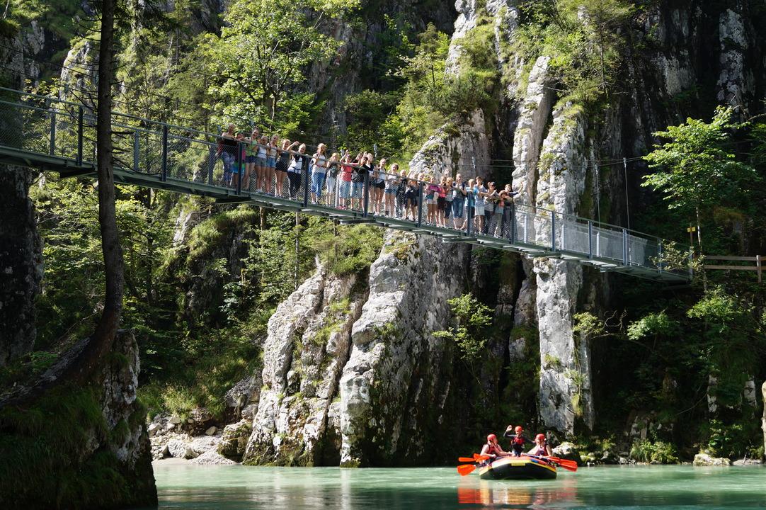 Gruppenfoto der Nicht-Zwei-Tagestourler. Auch diese bekamen spektakuläre Brücken zu sehen.