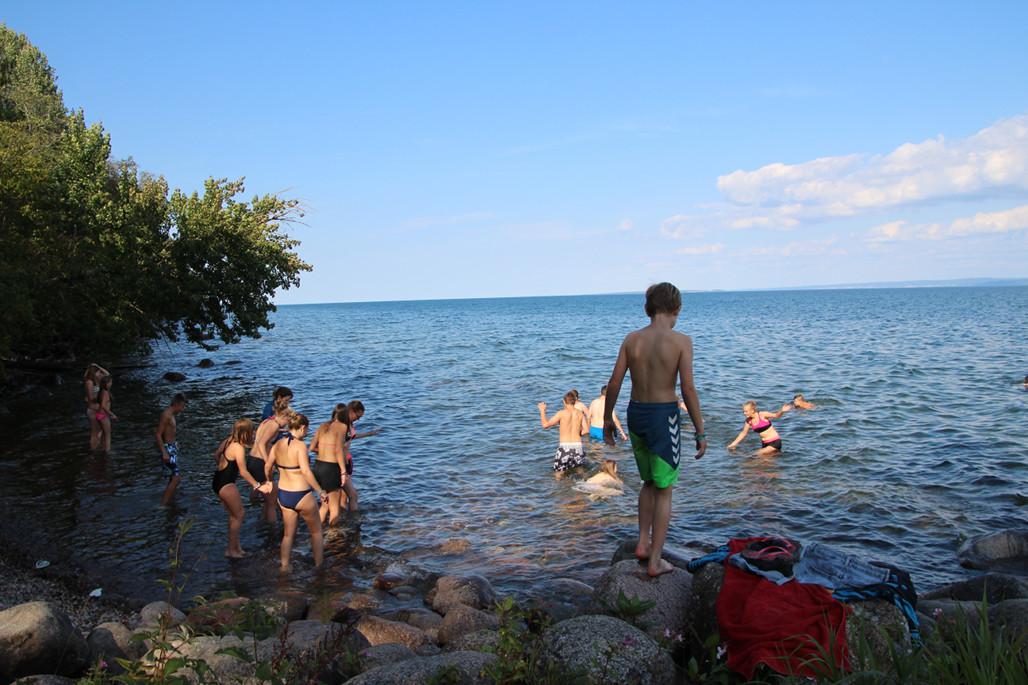 Der uns eigens zur Verfügung stehende Badestrand. Der zweitgrößte See Schwedens zeigte sich von seiner kalten Seite.