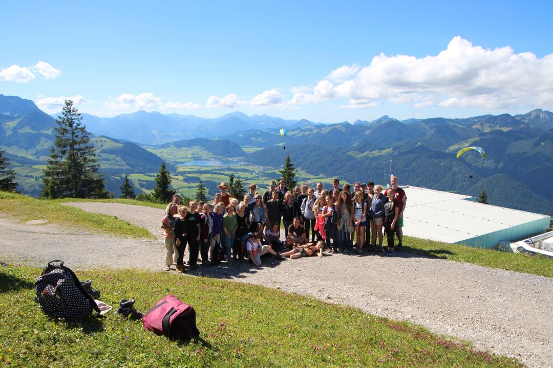 Gruppenfoto aller Mitfahrenden: allesamt Gipfelstürmer!