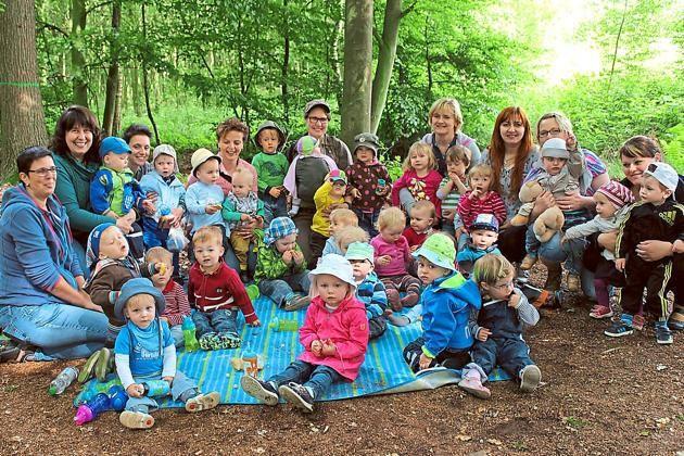 """Neun Tagesmütter ermöglichten 29 Kindern schöne Erfahrungen im Davensberger """"Adlerhorst"""" im Wald.  Foto: privat"""