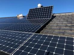 住宅用太陽光パネルの点検