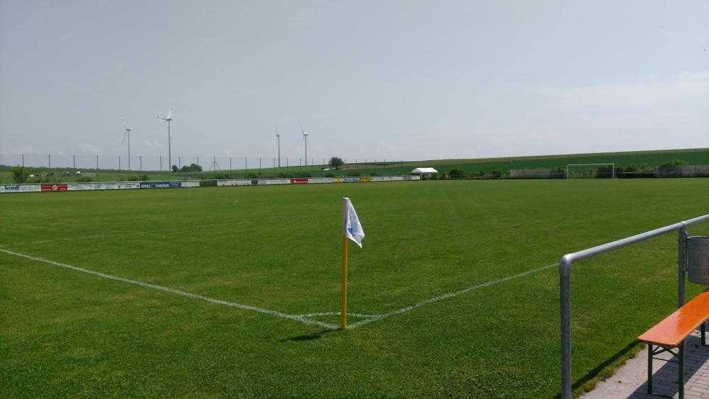 neues Fußballfeld