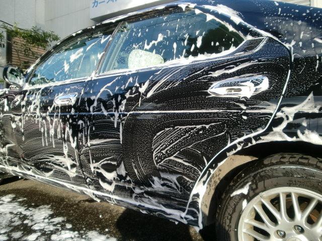 タイヤハウスも塗装面同様に洗い流します