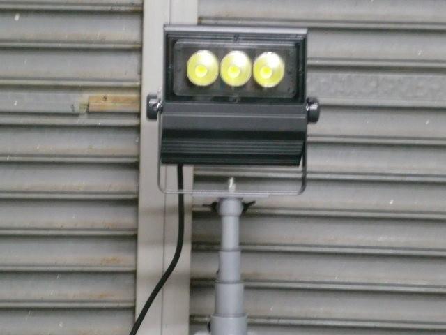 現在 最新のLED特殊照明 各ワット数の異なる光源を3基導入