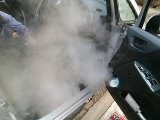 130℃の高温スチームで臭いと汚れを浮き上がらせます