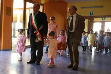 A scuola ci aspettano il sindaco e l'assessore.