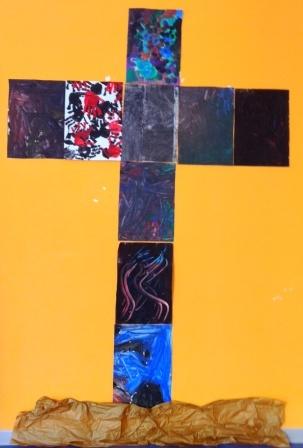 Ogni classe dona un pezzo dei suoi dipinti per formare la croce di Gesù