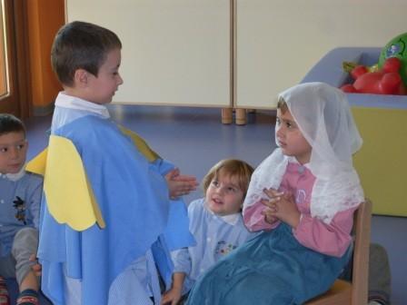 """L'angelo Gabriele dice a Maria: """"Sarai la mamma di Gesù"""""""