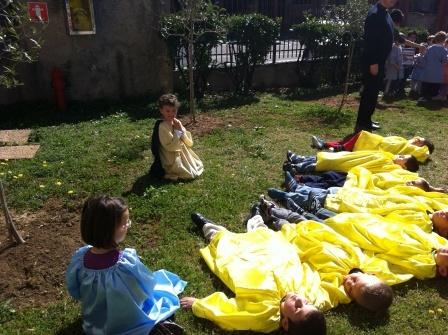 Gesù è a pregare nell'orto degli ulivi... i discepoli si addormentano