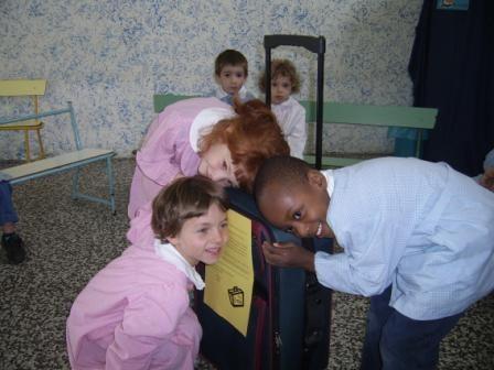 In classe abbiamo trovato una valigia....