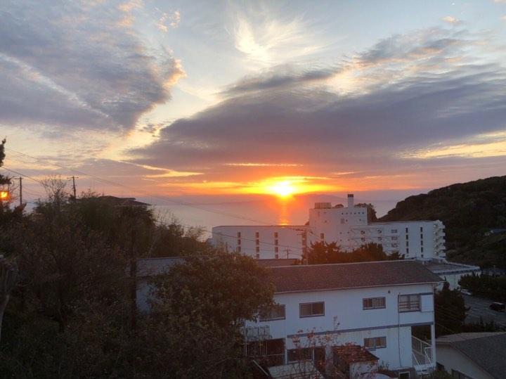 宿から見た朝日
